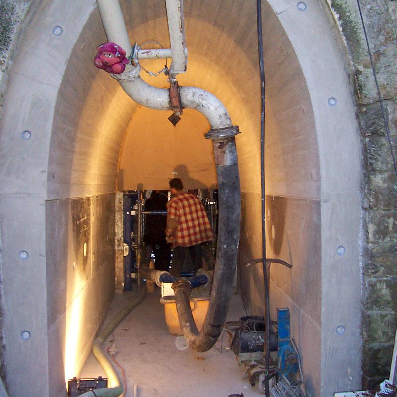 Verteiler am Pumpenendschlauch zum gleichmäßigen Betonieren der Innenschale