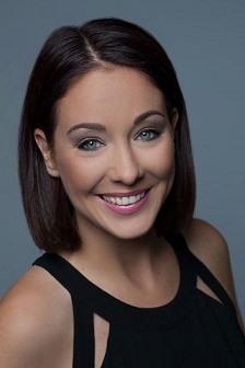Christina Vier ist eine sehr erfolgreiche Direktvertrieblerin und Fühungskraft bei der Kosmetik Firma Mary Kay. Sie bietet einen Onlinekurs an: Das Führungskräftetraining für Frauen im Direktvertrieb