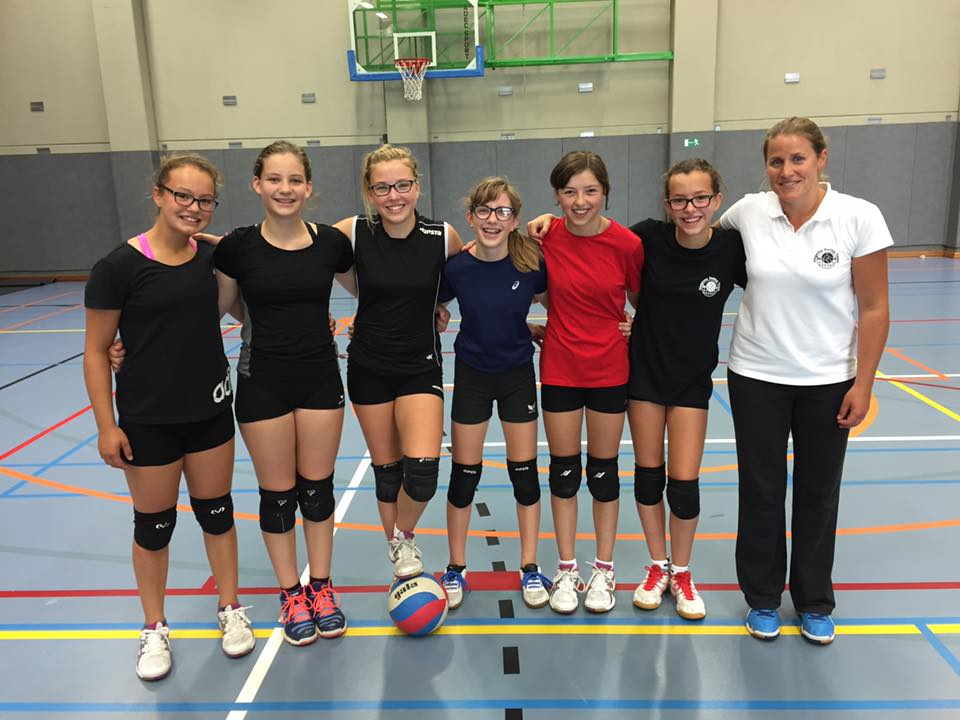 Kadetten A o.l.v. coach Ruth Hauspie - Met Davina Staelens, Emilia Deldaele, Amber Demeurisse, Hanne Vanlerberghe, Jana Cardoen en Hanne Louagie.