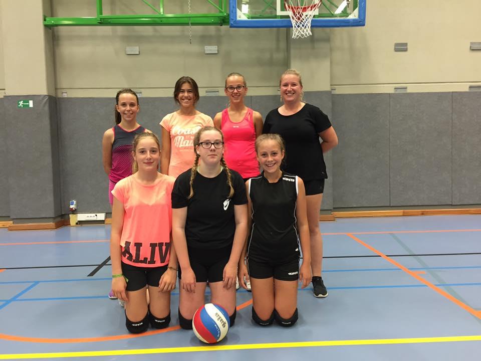 Kadetten B o.l.v. coach Emmely George - Met Lisa Deloddere, Romy Van Reybrouck, Johanna Werbrouck, Laura Verscheure, Audrey Vandooren en Marie Lamote.