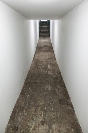 Largos pasillos de acceso al búnker subterráneo