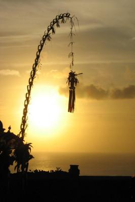 couché de soleil sur les penjors de Bali