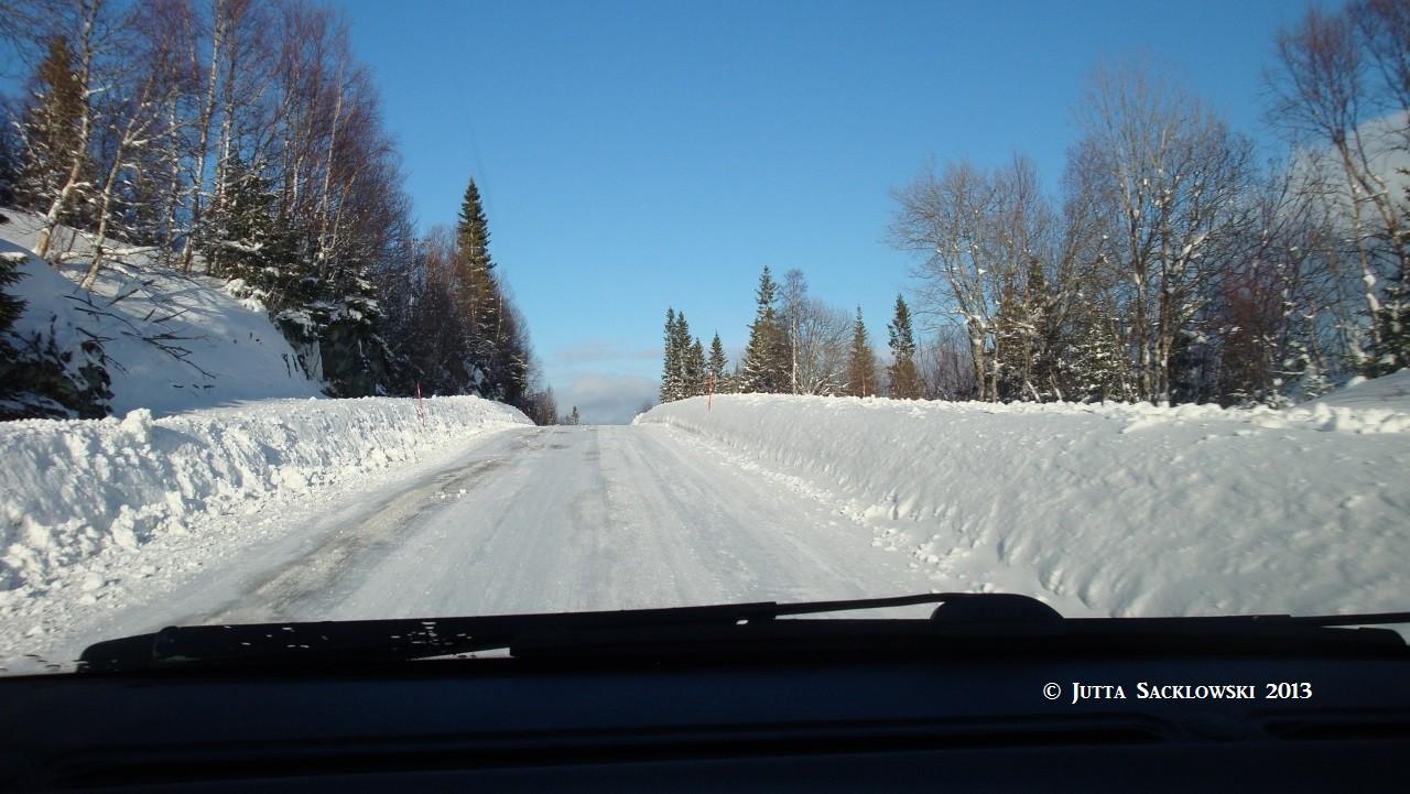 Schneekanten auf dem Weg nach Hause