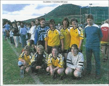 Das Frauenfussballteam nach dem LBS-Cup in Neuffen 2001