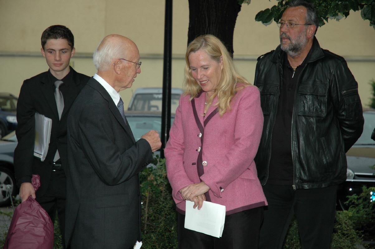 Bürgermeisterin LAbg. Rinke mit dem Schwiegersohn von Rudolf Redlinghofer