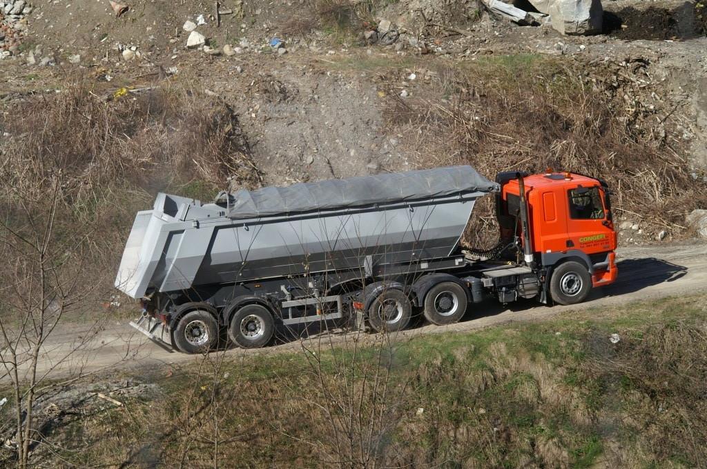 ore 16:15 Arrivo del camion carico di ceneri dell' bruciatore di Giubiasco tramite la Cogifer