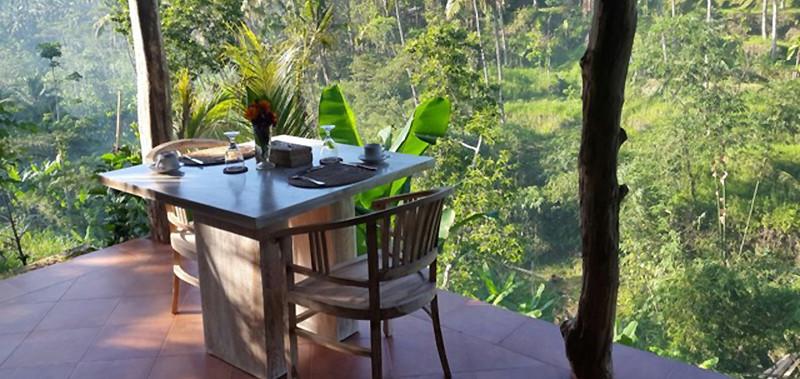 une salle a manger panoramique