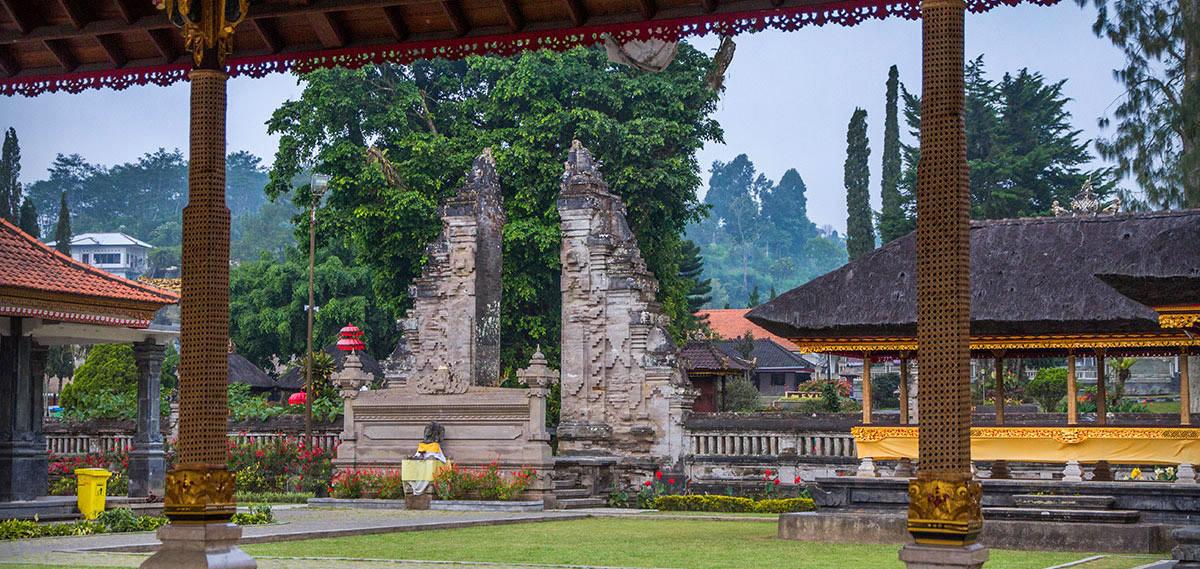 Les portes du Temple du lac Bratan