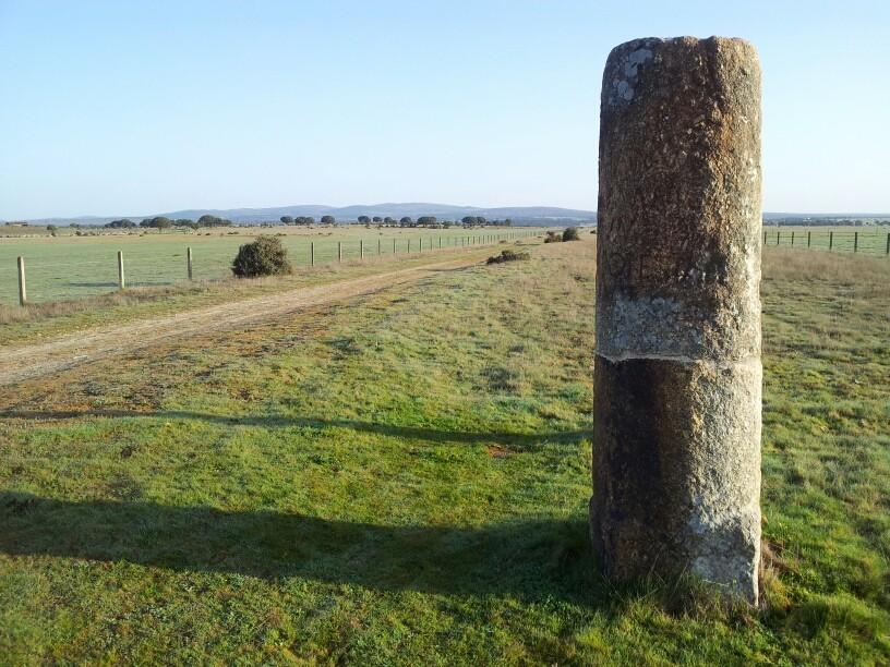 Die Via de la Plata ist eine alte römische Straße die teilweise noch sehr gut erhalten ist. Ein römischer Meilenstein.