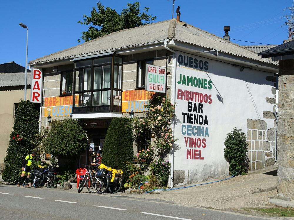 Bar mit lokalen Spezialitäten