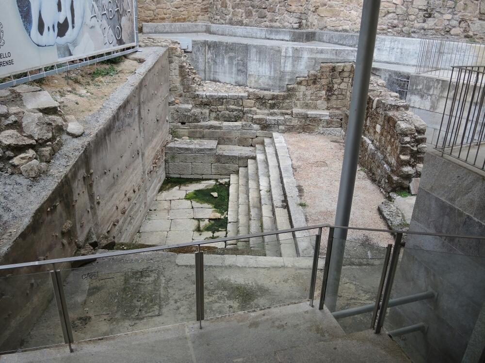Die Thermen in Altstadt von Ourense würden von Römer gegründet  (Augustus)