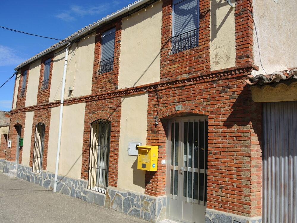 Herberge in Riego de Camino. Der Schlüssel ist bei der Bürgermeisterin die kümmert sich um die Herberge persönlich . Die Menschen hier sind sehr nett und freundlich aber ohne Grundspanisch hat man ein Problem.