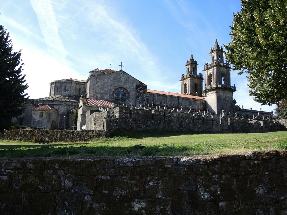Der Kloster  wurde im Jahre  1141 gegründet und prägt die ganze Umgebung