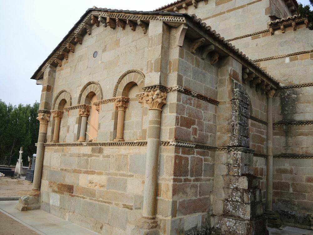 Bis zu alte romanische Santa Marta Kirche sind ca 500 m