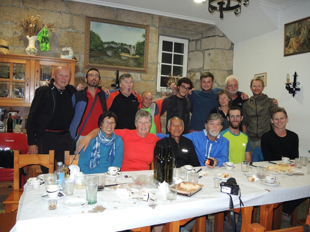 Ein gemeinsames Geburtstagfoto mit Pilger vom 10 Nationen