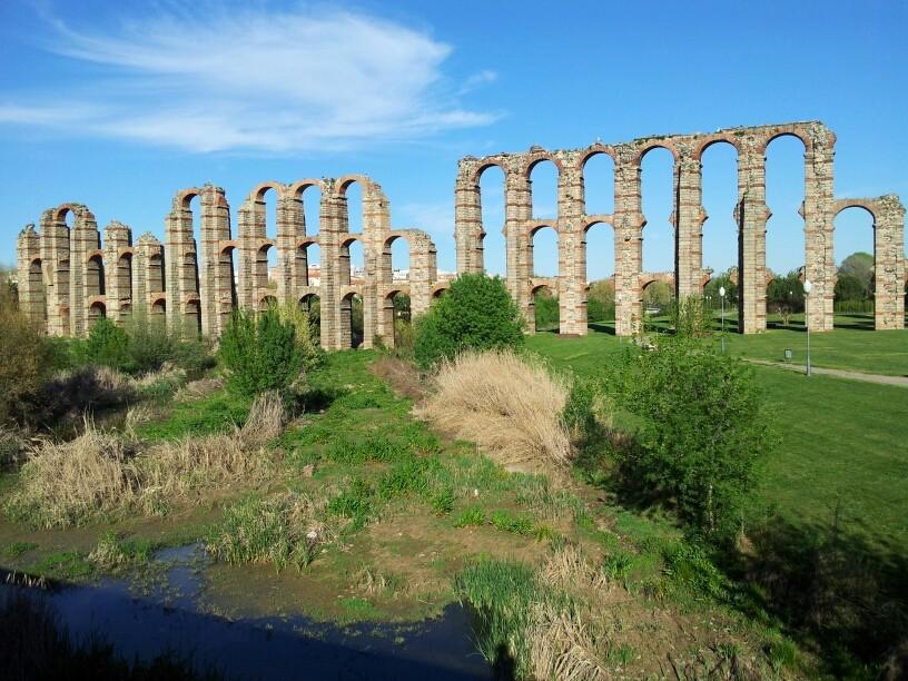 Die bis 25 m hohe Römische Aquädukten von Merida sind immer noch imponierend.