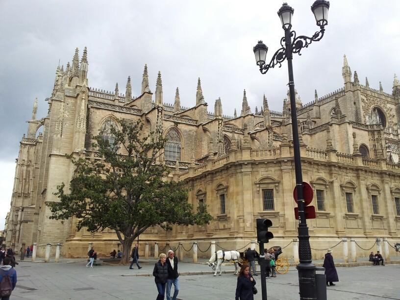 Die Kathedrale von Sevilla gehört zu 3 größten der Welt.