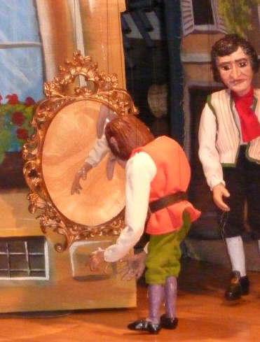 Zwerg Nase erkennt sich beim Frisör im Spiegel © 2014 by Karin Wratny