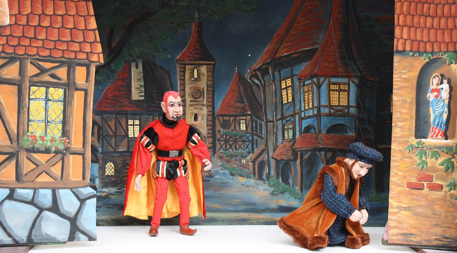 Mephisto stört Faust beim Beten.