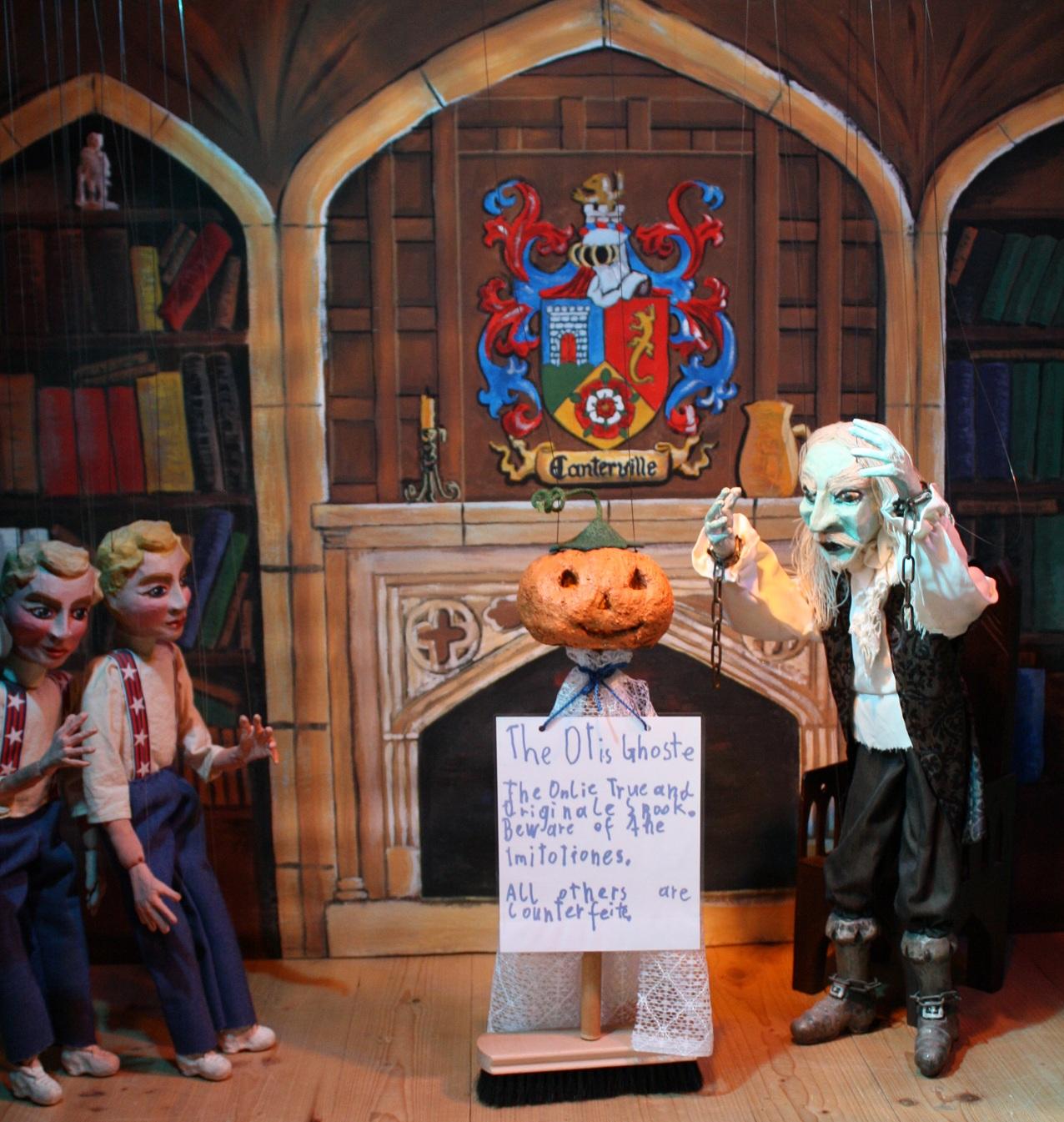 Die Otis-Zwillinge foppen den Geist mit einem Halloween-Gespenst.