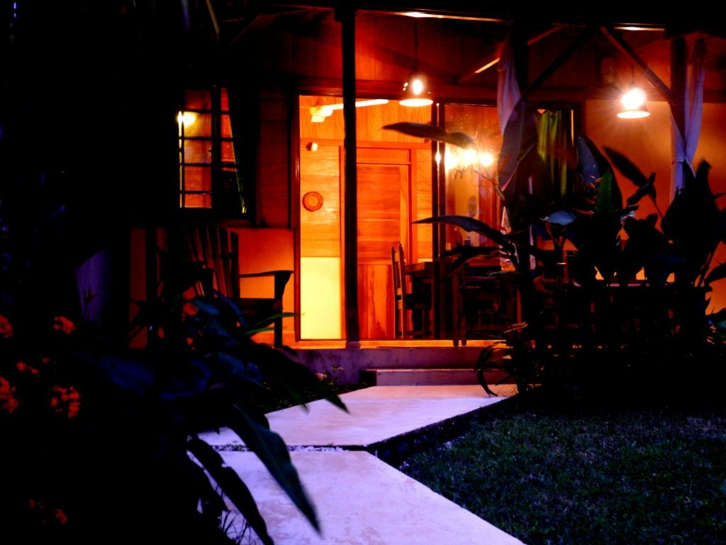Casita Mapache by night