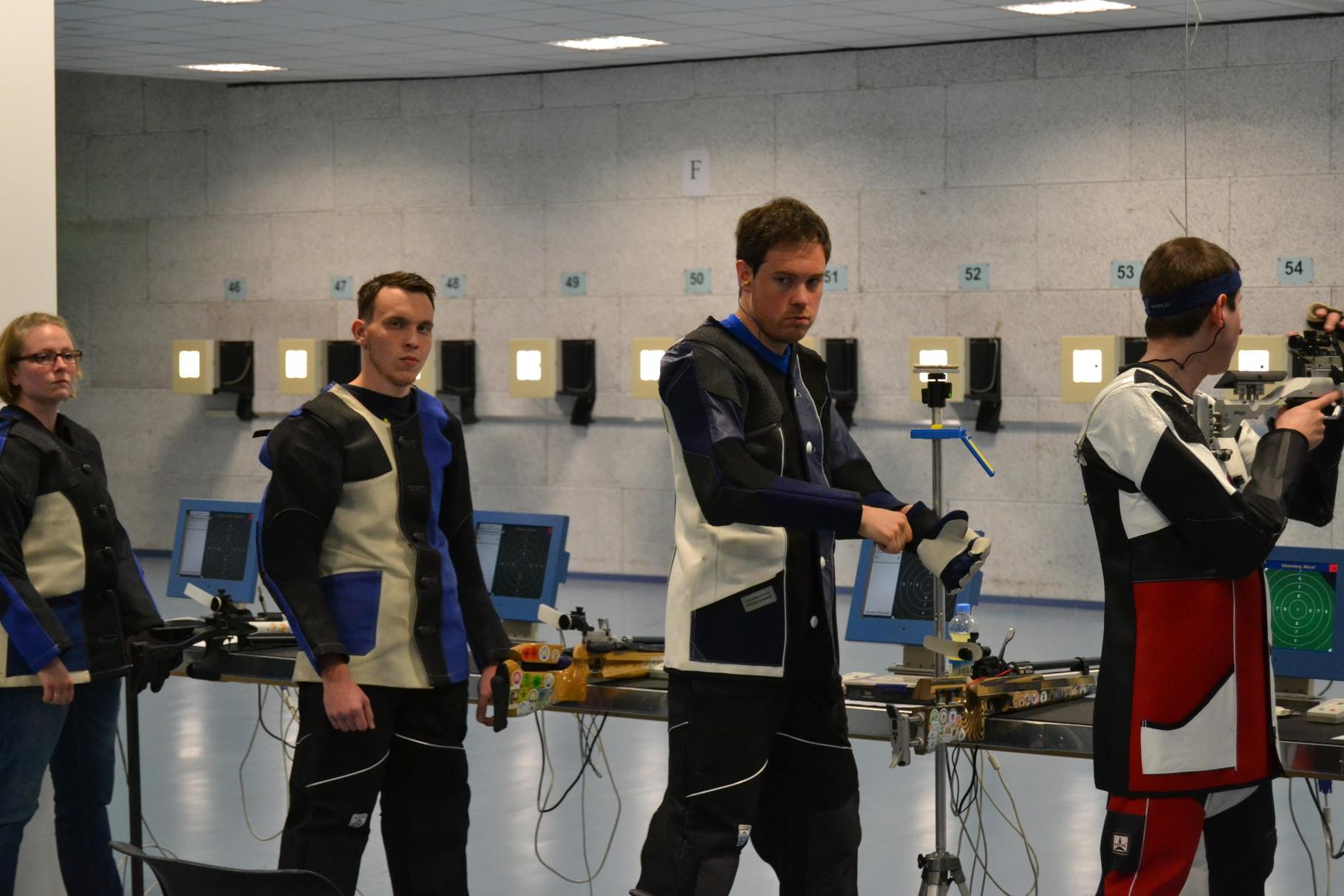 Christian Theisen und Marcel Bachem hatten sich mit dem Luftgewehr in der Herrenklasse qualifiziert.
