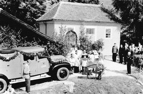 Segnung des ersten Tanklöschfahrzeuges
