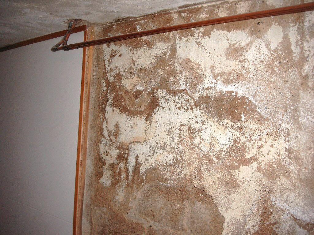 Bauschädliche Salze durch defekte Vertikalabdichtung