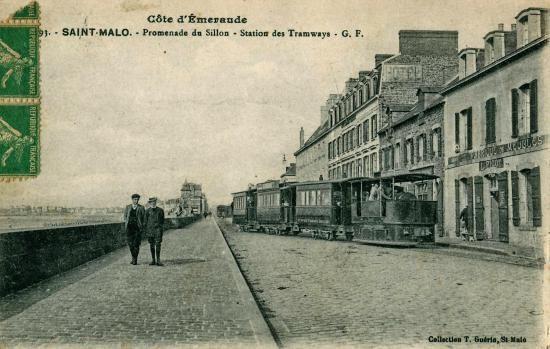 Arrivée d'un tram à la station Rocabey.
