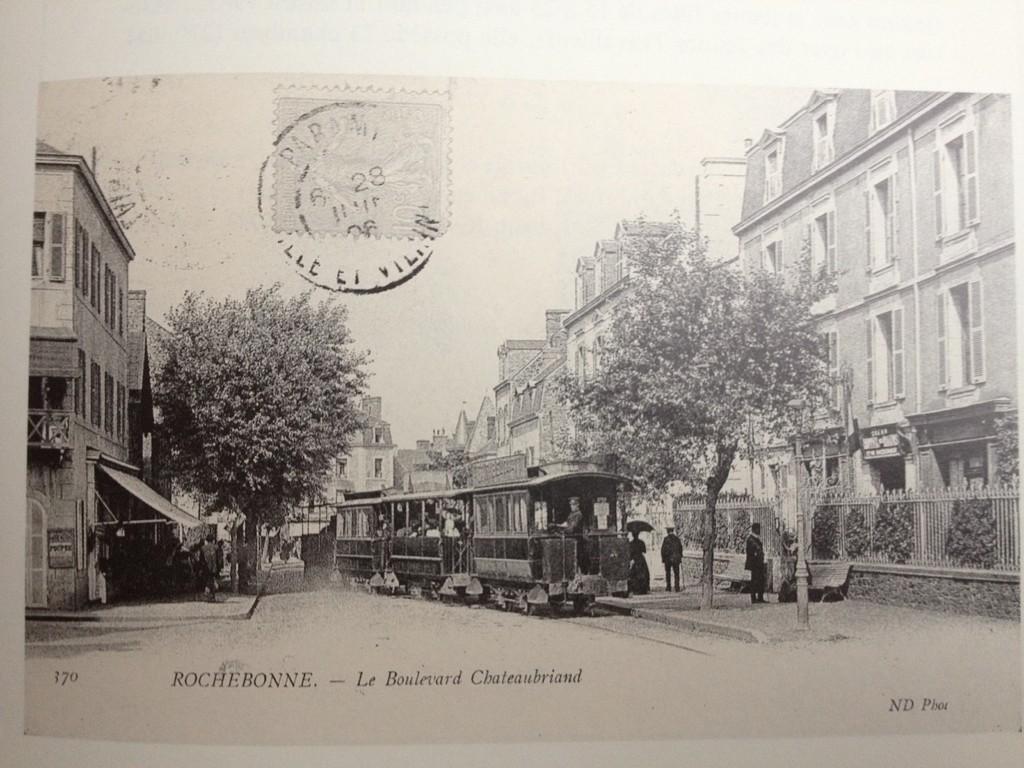 Passage d'un tram à Rochebonne.