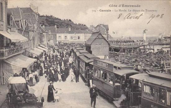 Terminus de la ligne, à La Houle, sur le port de Cancale.