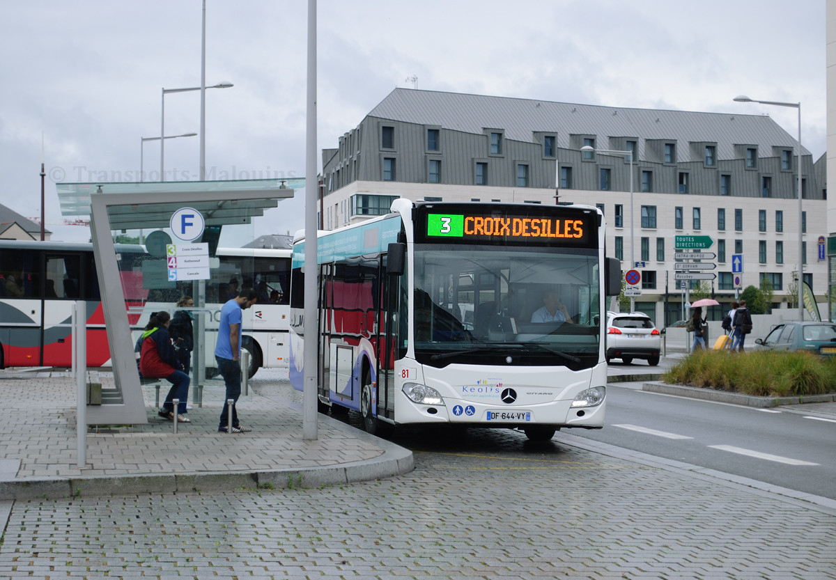 Mercedes Citaro C2 n°81, arrêt Gares le jour de l'inauguration du nouveau réseau.