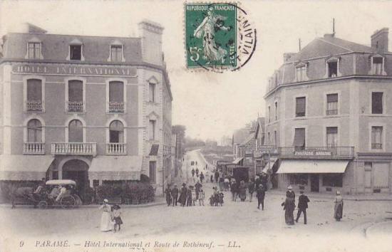 Train a quai à Rochebonne pour Rothéneuf. On apprécie ici également les rampes de la ligne.