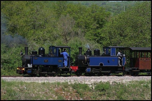 La locomotive n°4 et ses plaques Le Minihic, en tête d'un train touristique. ©AMTP.