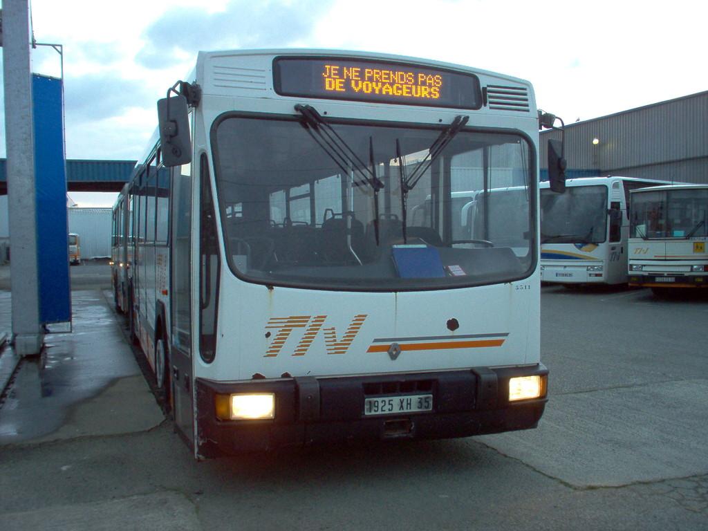 Renault/CBM PR120, version interurbaine du PR180.2 de Renault, appartenant à TIV. Au départ utilisé sur les lignes régulières départementales, il a été relégué à au service scolaire 007 du CG35, avant d'être réformé en 2011.