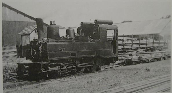 Arrivée en 1941 sur le réseau TB, cette 030 ex-TIV assurait la traction de wagons de marchandises à écartement standard montés sur des trucks porteurs.