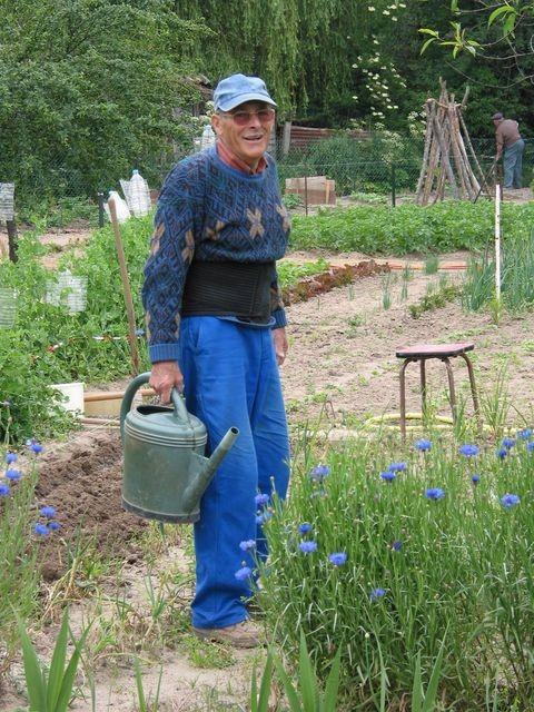 Jardinier à l'arrosoir