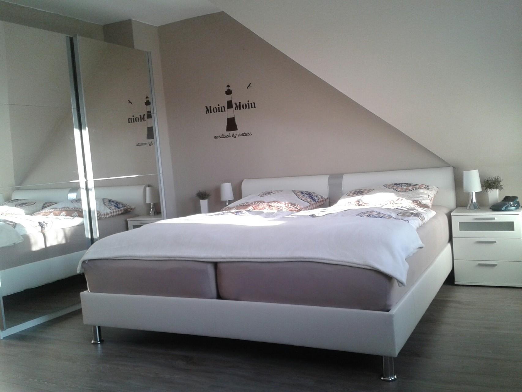 schlafzimmer nordisch bettdecken t bingen k fer im schlafzimmer bettw sche mako satin rot gr e. Black Bedroom Furniture Sets. Home Design Ideas