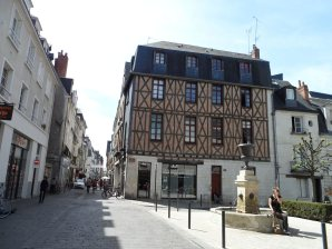 Booking Holydays Rental in Tours