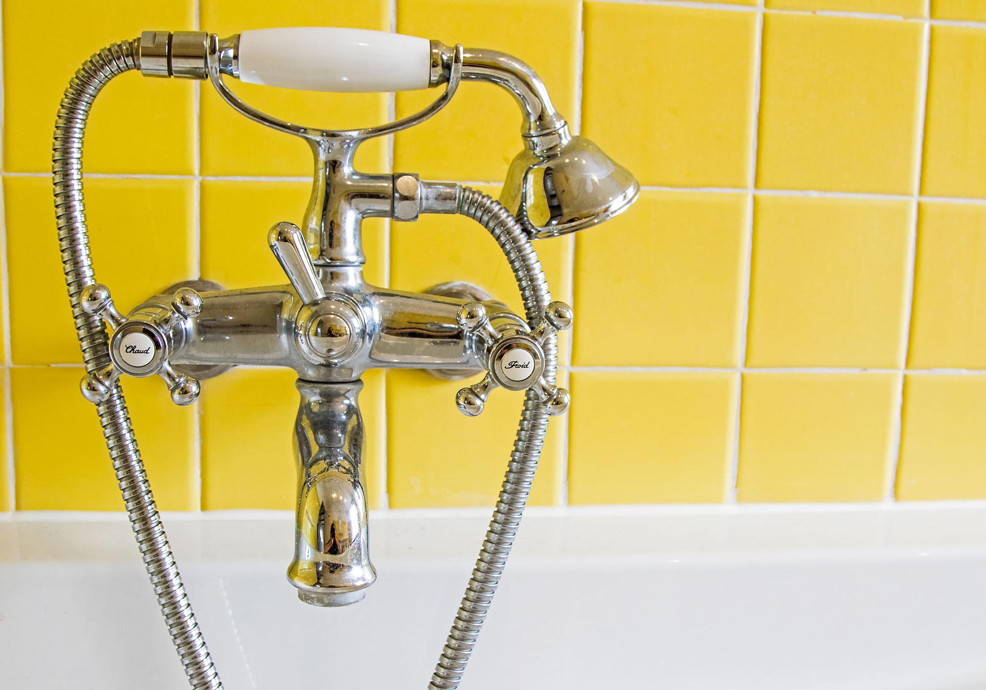 Im Bad im Obergeschoss können Sie ein herrliches Wannenbad genießen