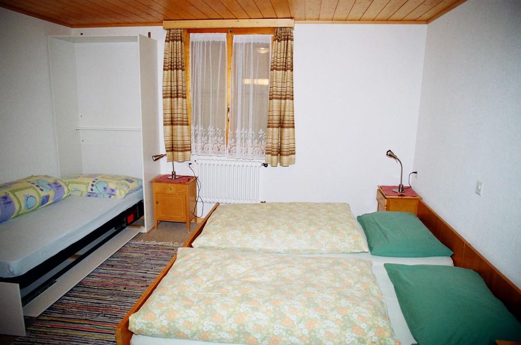 Dreibettzimmer mit heruntergeklappten 3. Bett