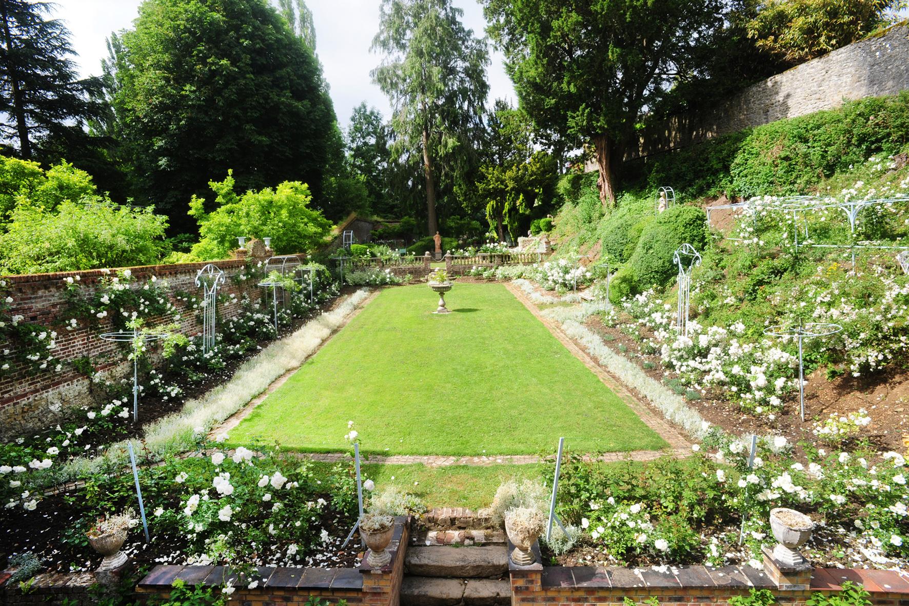Le Jardin Blanc vu de la maison du peintre Henri Le Sidaner