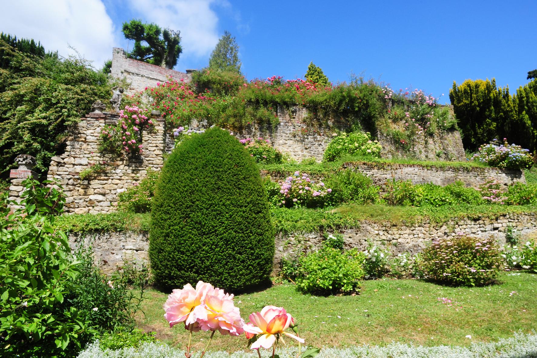l'entrée des Jardins et les Terrasses à l'Italienne
