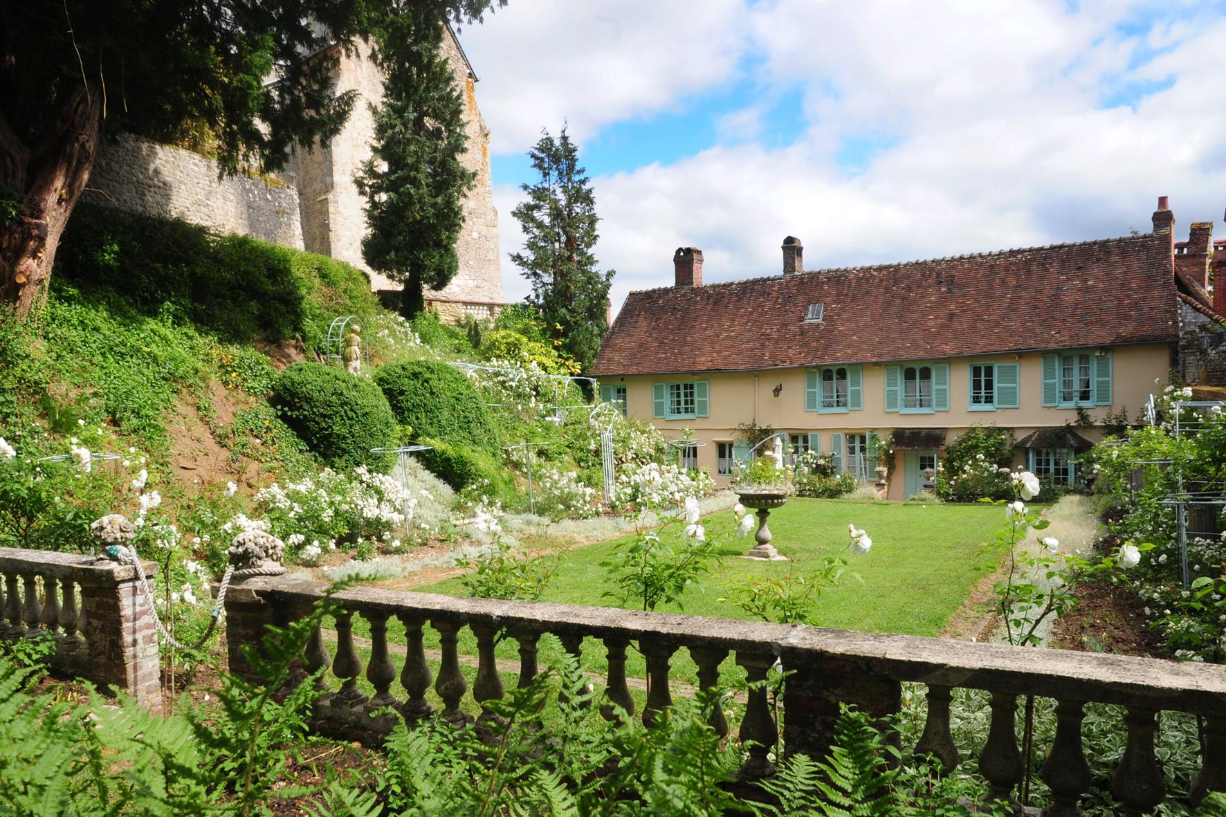la maison du peintre Henri Le Sidaner vue du Jardin Blanc