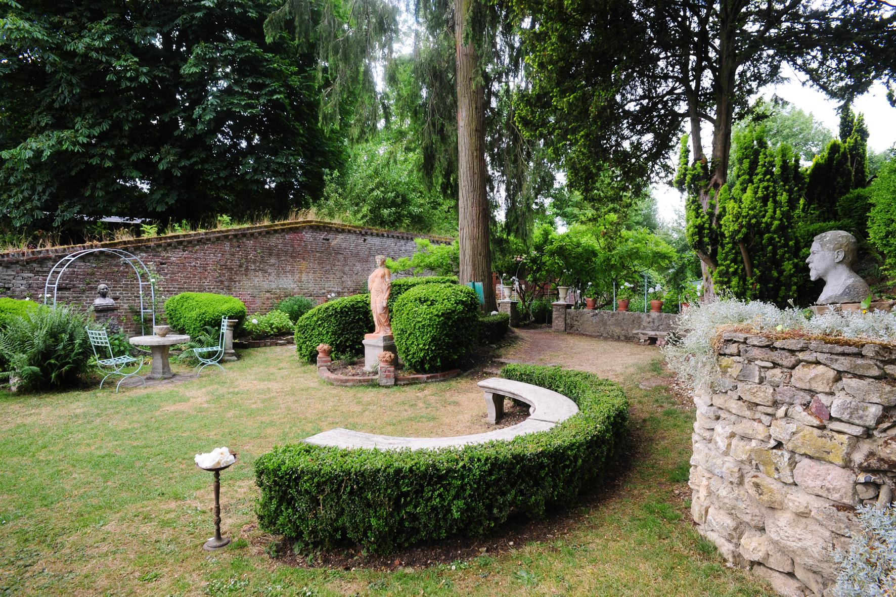 Cérès, Déesse des moissons et le buste du peintre Henri Le Sidaner