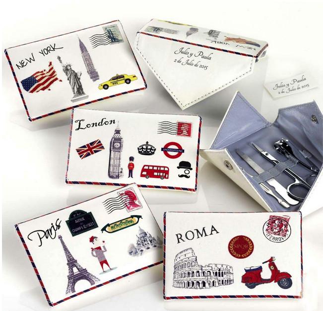 Set de manicura sobre postal
