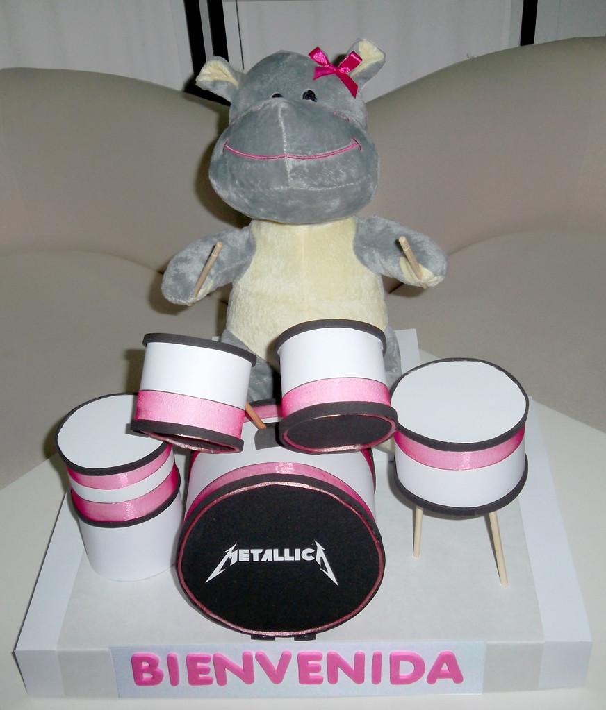 Batería Metallica (4 pañales, 2 pares de calcetines, 1 mantita, 1 peluche) 30€