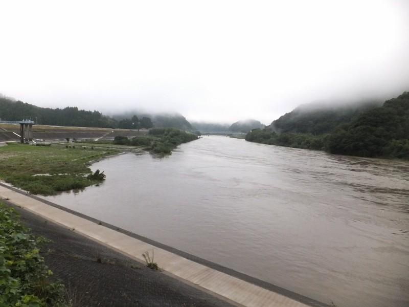 水の減った江の川この時点で2000t