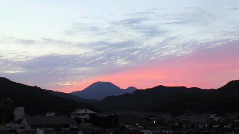 大田市内からの朝焼けの三瓶山