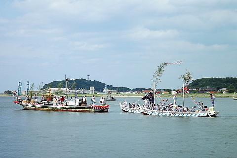 河港を巡回しています